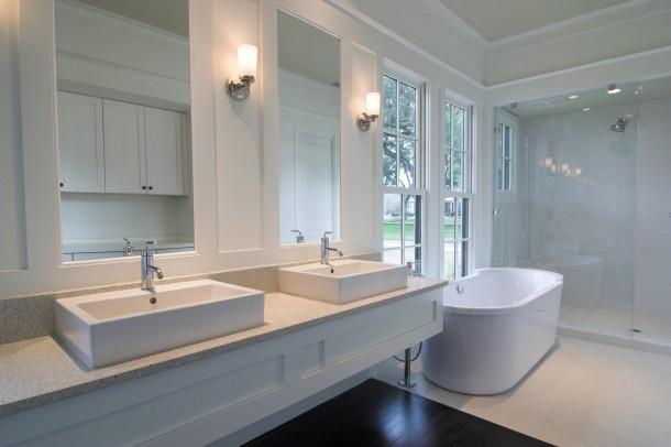 Minimál fehér fürdőszoba