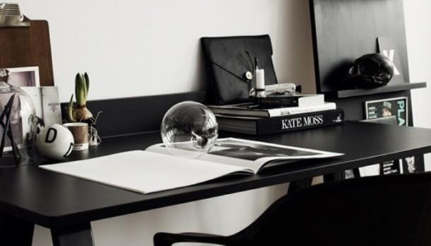 Minimál fekete dolgozószoba