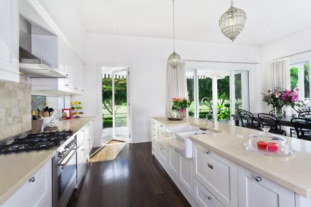 Nőies fehér konyha
