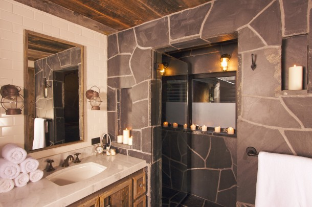 Rusztikus fekete fürdőszoba