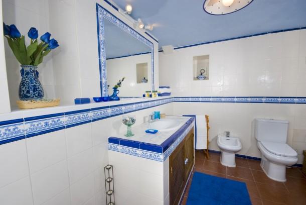 Rusztikus hideg fürdőszoba
