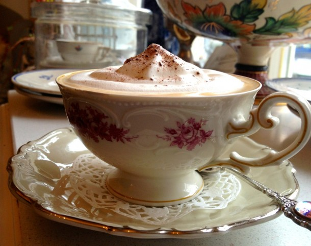 A habos kávé élvezete, avagy porcelánból kávézni felemelőbb