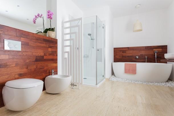 Egzotikus fehér fürdőszoba