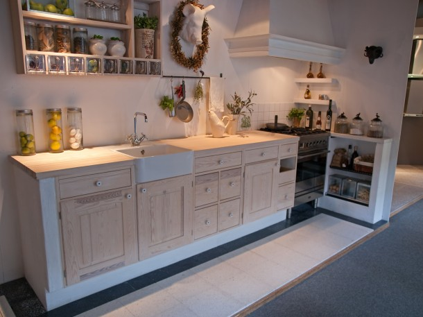 Rusztikus fehér konyha