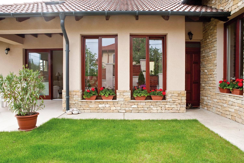 Bézs színű ház