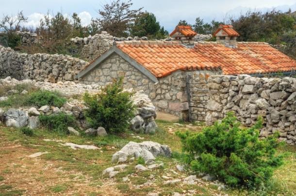 A horvát kőkerítések nem túl magasak