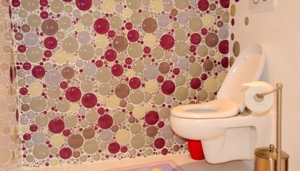 A színes buborékok kifejezetten fürdőszobai dekorációnak hatnak