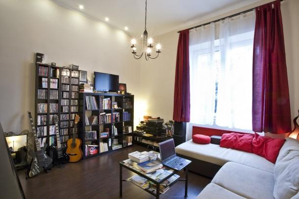 Így néz ki egy igazi rocker fekete lakása!