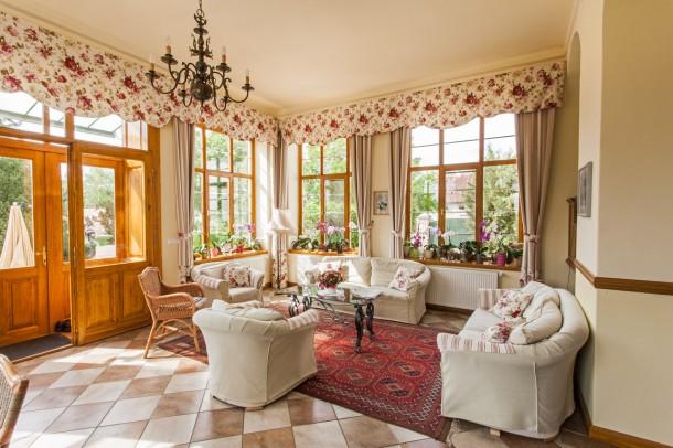 A nyugati veranda a ház legnaposabb helyisége