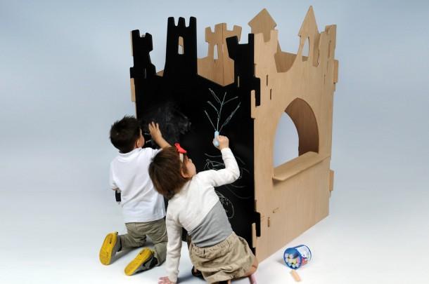 A bábszínház a puzzle-vár egy darabja