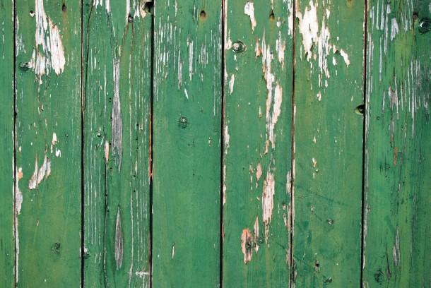 A patina ma divatos, de ez a kerítés megérett egy festésre