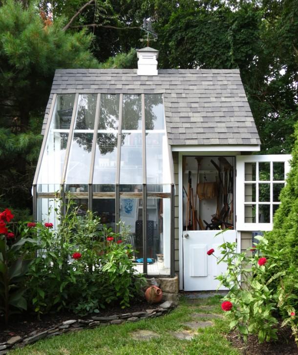 Fullextrás kerti tároló, egyben pihenőhely