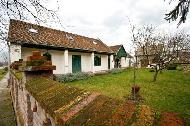 A ház a kert felől