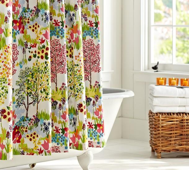 Tavaszias hangulat a zuhanyfüggöny által