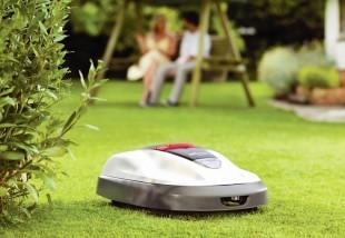 Szabadulj meg a kerti munkától! Tippjeink robotfűnyíróhoz