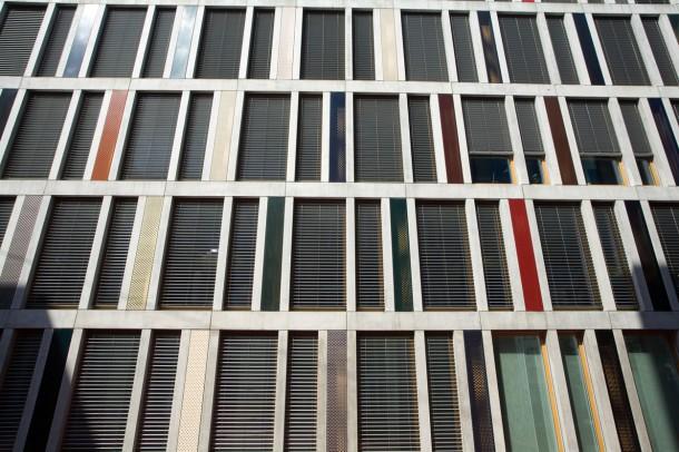 A zsaluzia modern épületekhez illik