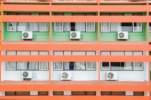 Így viseld el a lakótelepet nyáron – a hőség mérséklése (légkondival)