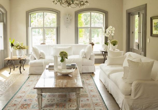 Egy szép, színben passzoló szőnyeg nagyon fel tudja dobni a teret.