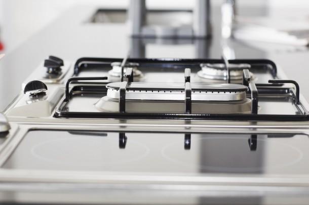 Ez a takarítási módszer egyébként minden más olyan konyhai berendezésre is jó, ami rozsdamentes acélból van, legyen az sütő, mikró, vagy akár vízforraló! Fotó: Europress