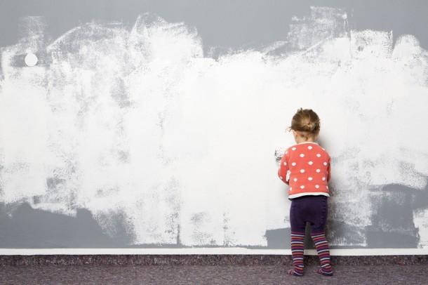 Ezért NE fesd fehérre pici és sötét szobád falait!