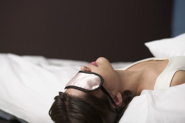 Egy ilyen alváshoz való szemmaszkot sem árthat beszerezned.