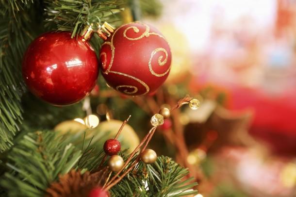 Talpig karácsonyi díszbe öltöztetett családi otthon – Ettől eláll a szavad!
