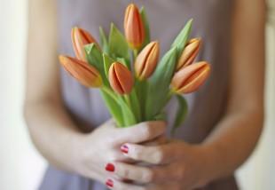 Egyszerű, de nagyszerű trükk, amitől tulipánod akár 1 hétig sem fog elhervadni!