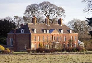 Vilmos herceg és családja ebben a csodás házban él!