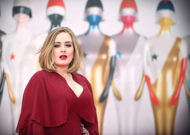 Íme Adele új otthona belülről – Ezek a sztárok lesznek a szomszédjai!