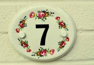 Inspiráló házszámok - 19 kreatív megoldás házszám tábla helyett
