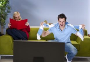 10 tipp, mit csinálj otthon, amíg a pasid focimeccset néz!