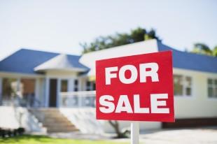 Melyik évszakban tegyük ki az eladó táblát? – Így időzítsd a lakáseladást!