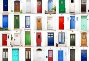 Így válaszd ki a bejárati ajtód színét!