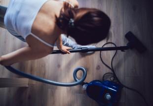 4 tanács anyukáktól, hogy varázsold csöndben tisztává a lakást alvásidőben
