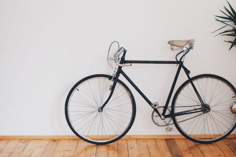 Biciklitárolás lakásban – 5 helytakarékos megoldás