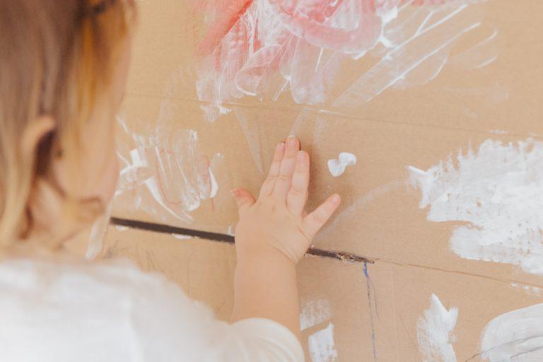 Gyerekrajzok a falon – Így dekoráld csemetéid alkotásaival otthonotokat!