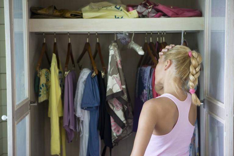Így tárold a ruháidat, ha nincs elég helyed – 15 tuti tipp!