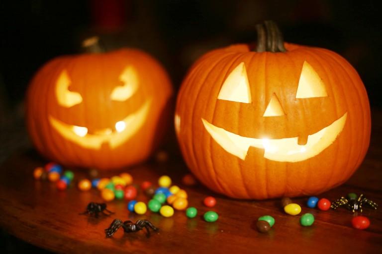 Szellemes ajtódíszek – Így várd a cukorkagyűjtő gyerekeket Halloweenkor