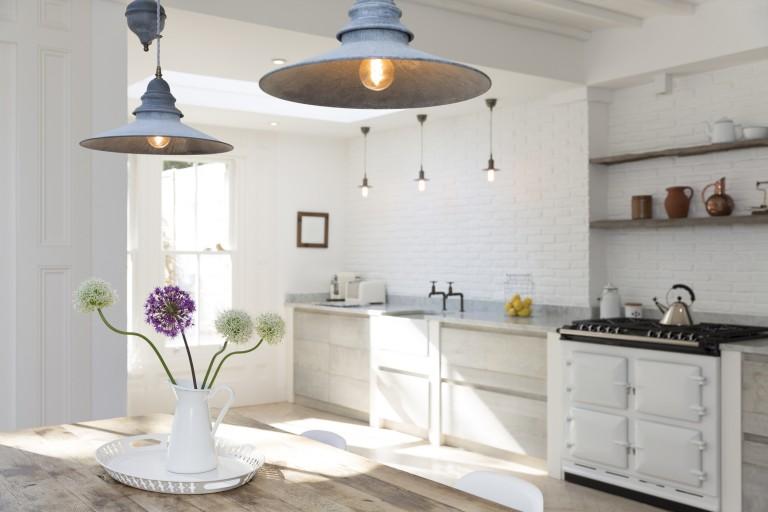 Fényárban úszó konyhák – 8 szemkápráztató variáció az ideális konyhai világításra