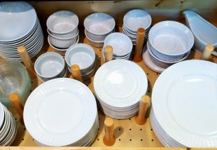 Okos tárolási módszerek az edényeknek és evőeszközöknek