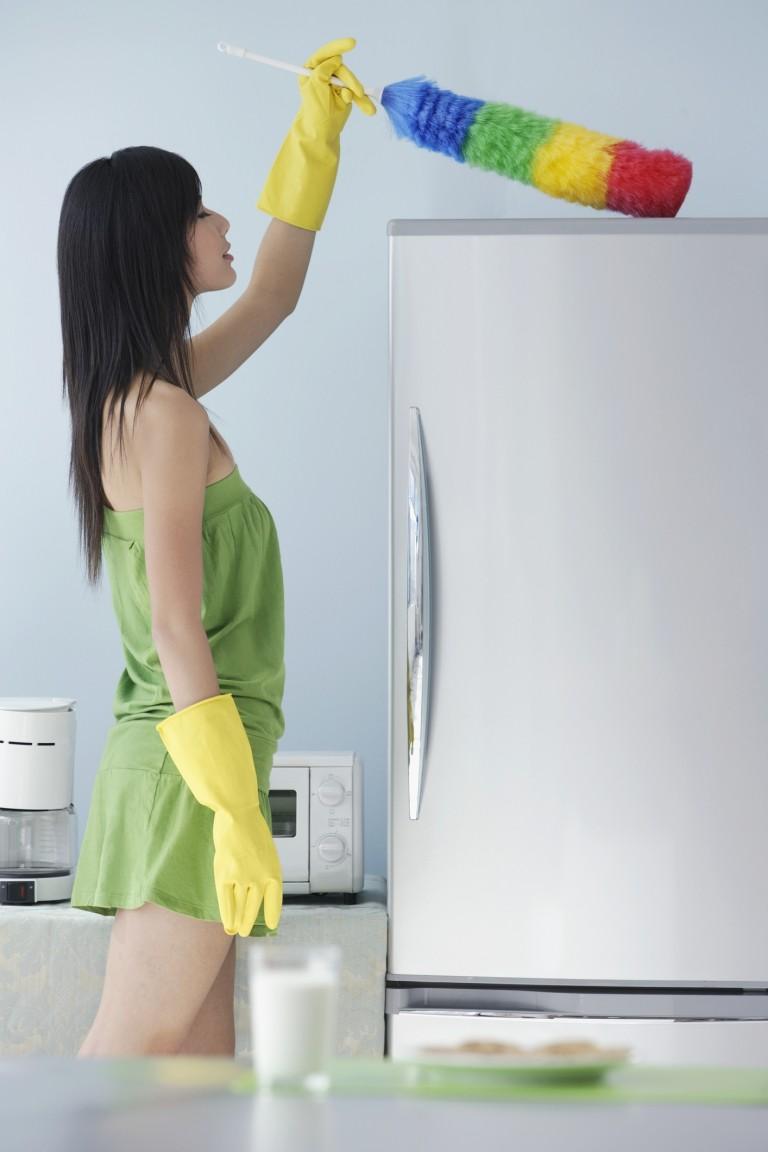 Harc az ujjlenyomatok ellen: így takarítsd le rozsdamentes acél hűtődet