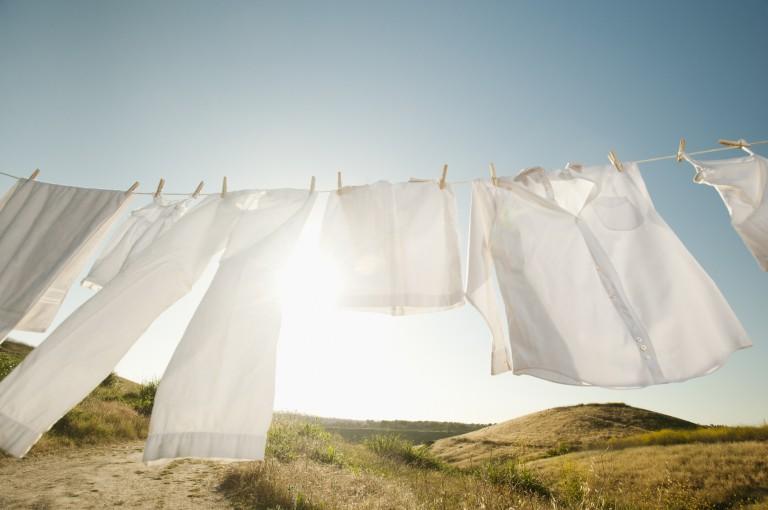 Eláruljuk, hol és hogyan szárítsd a mosott ruhát a téli hidegben!