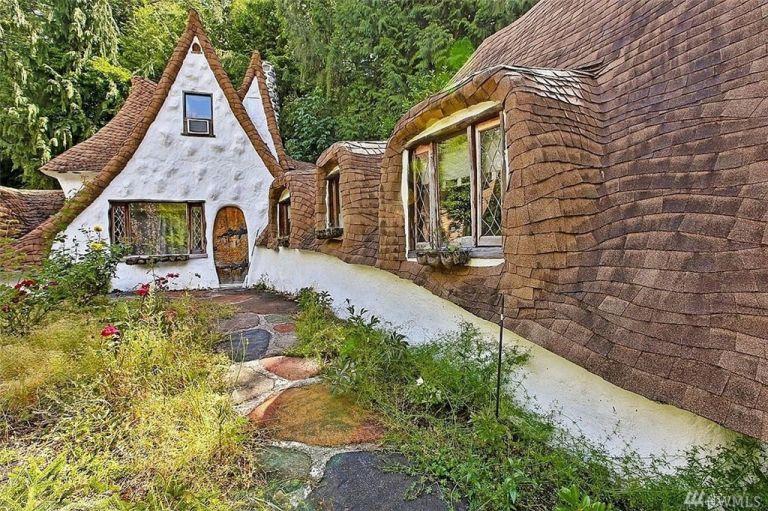 És létezik! Így néz ki Hófehérke és a 7 törpe háza a valóságban!