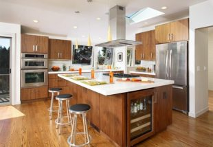 Fa és fehér mesés találkozása a konyhában
