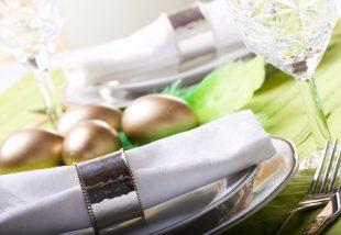 Romantikus húsvéti asztaldekorációk az ünnepi asztalra