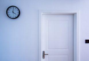 13 sokkolóan egyszerű tipp, hogy feldobd a ronda beltéri ajtód!