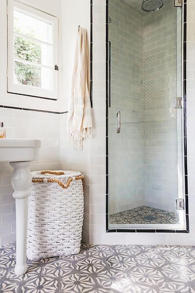 Apró trükkök, melyekkel látványosan feldobhatod a fürdőkádat és a zuhanyzót