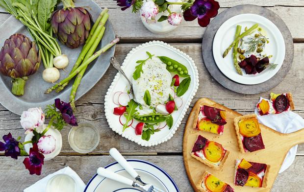Jó étvágyat a természethez! Káprázatos asztaldekorációk kinti étkezéshez