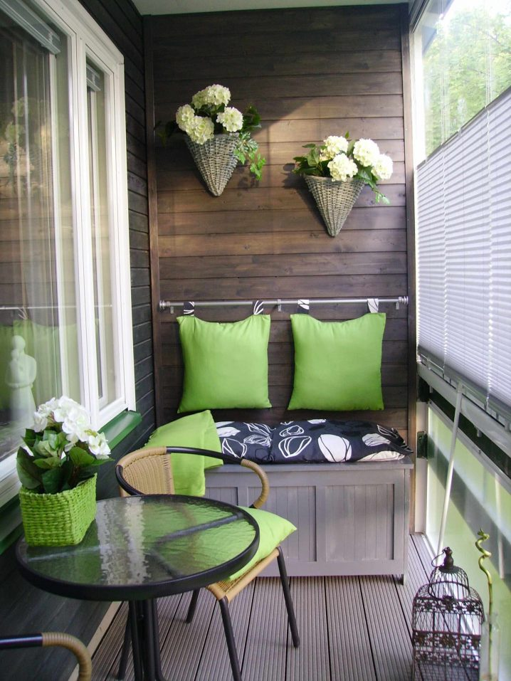Kicsi balkon, sok virág! Helytakarékos virágállványok helyhiányos erkélyekre