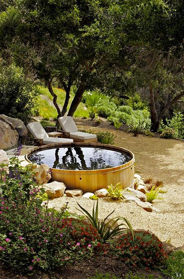 Itt az új őrület nyárra: raktár tartályból medence a kertbe